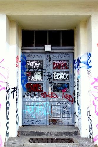 berliner tür hellblau